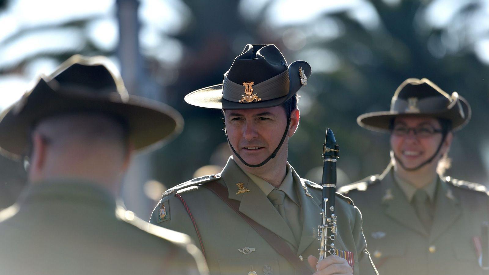 Foto: Soldados australianos en uniforme de gala durante el Día del Anzac, que conmemora la batalla de Gallipoli, el 25 de abril de 2016 (EFE)