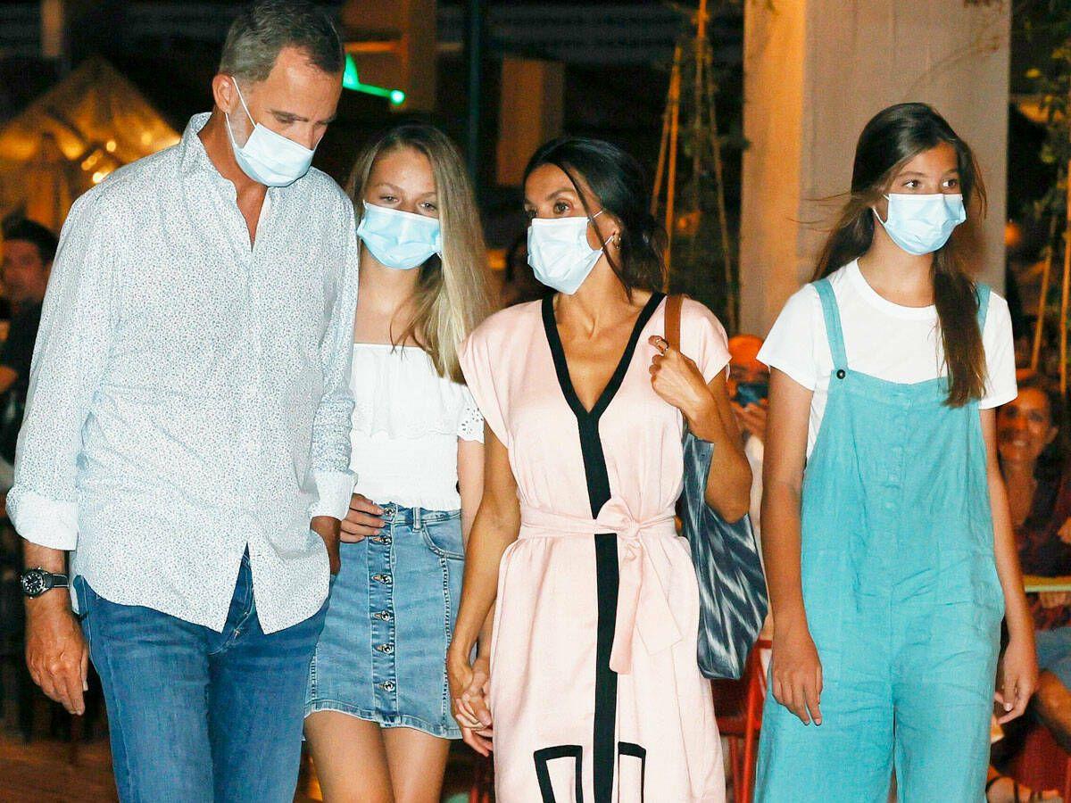 Foto: La familia real en una salida por Palma. (EFE)
