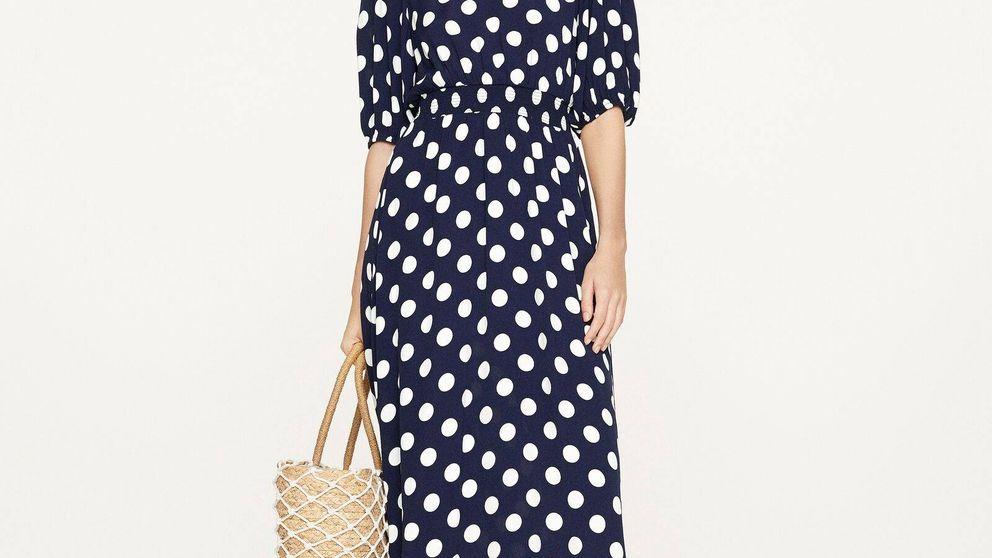 Cuando podamos salir a la calle, querrás hacerlo con este vestido de lunares de Oysho