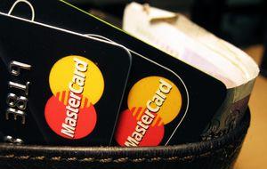 El mercado 'tira' de tarjeta: MasterCard y Visa se disparan