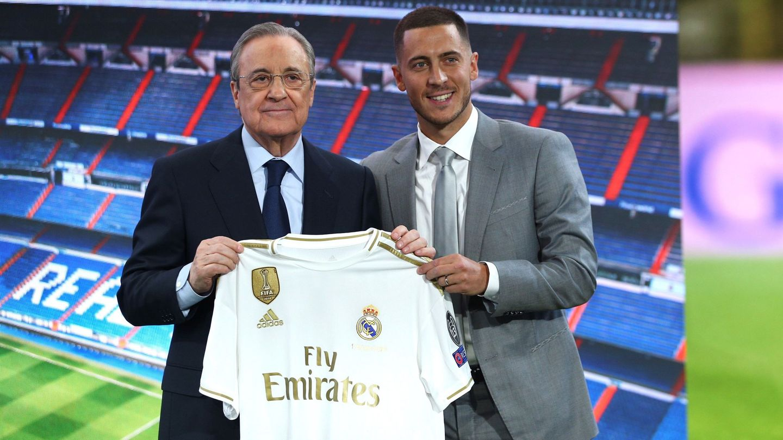 Florentino Pérez y Eden Hazard en la presentación del belga. (Efe)