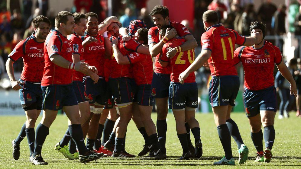 Foto: Los jugadores de España celebran su victoria ante Rumanía por 22-10. (EFE)