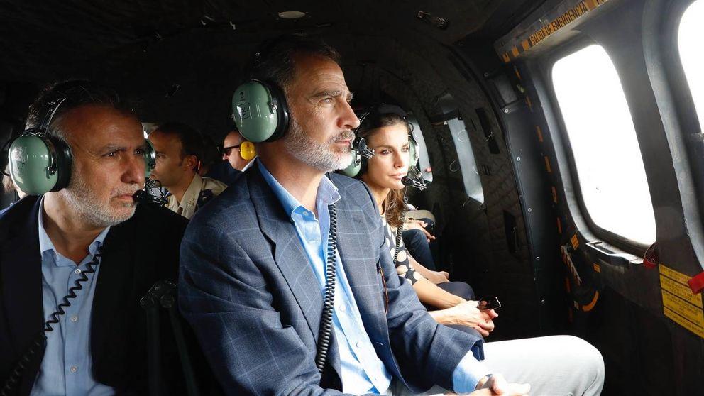 Felipe y Letizia visitan Gran Canaria tras los incendios: viaje en helicóptero y muchos saludos