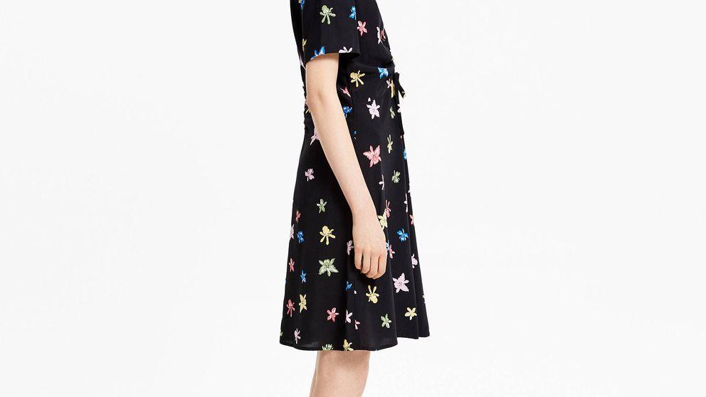 No estás soñando: Bimba y Lola ha rebajado este vestido negro de flores al 50%