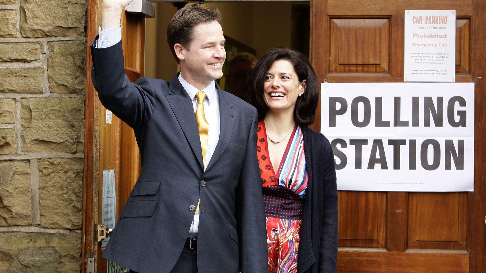 Foto: La abogada Miriam González Durántez, autora del artículo, con su marido, el ex líder del Partido Liberal británico Nick Clegg. (EC)