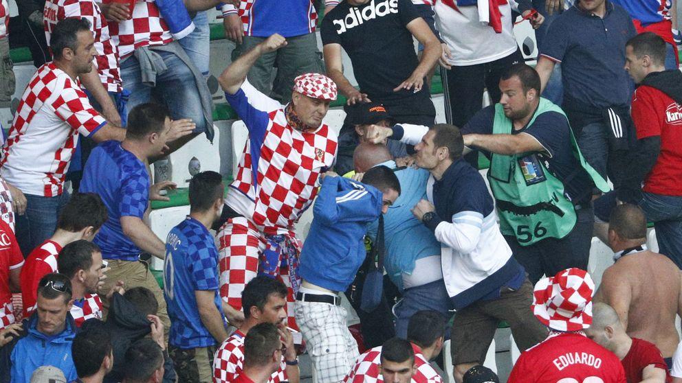 Croacia se expone a una sanción por las bengalas y los disturbios en la grada