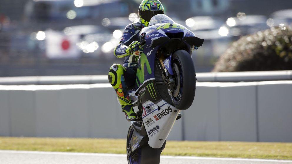 Rossi supera a Marc Márquez y Lorenzo sufre una escalofriante caída