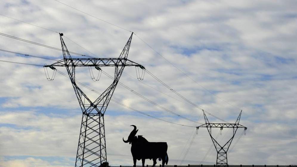 Foto: Tendido eléctrico en Oviedo. (EFE)