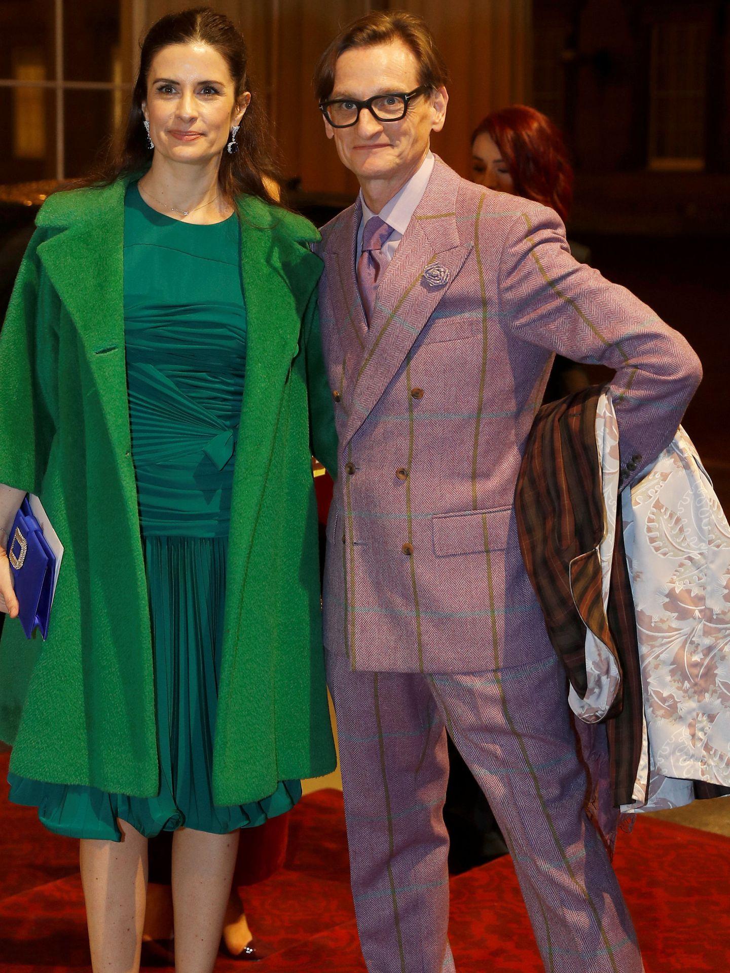 Livia Firth, con Hamish Bowles. (Reuters)