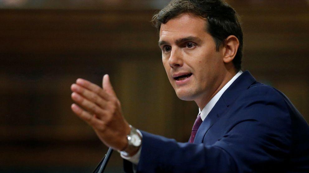 Rivera defiende la tercera vía con las 100 medidas acordadas con PP y PSOE