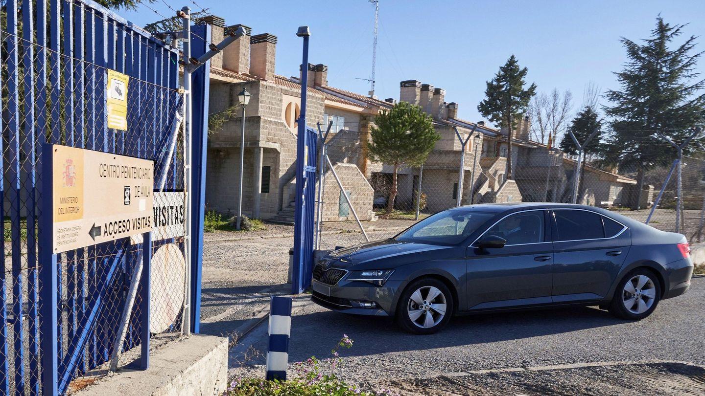 Llegada de Iñaki Urdangarín al del Centro Penitenciario de Brieva. (EFE)