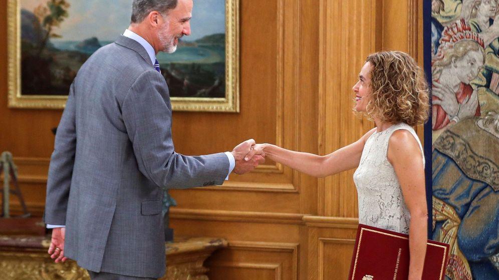 Foto: Felipe VI junto con la presidenta del Congreso, Meritxell Batet. (EFE)