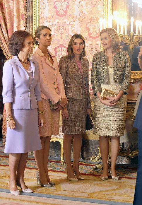 Foto: Doña Sofía junto a sus hijas, las infantas Elena y Cristina, y la actual Reina Letizia (Gtres)