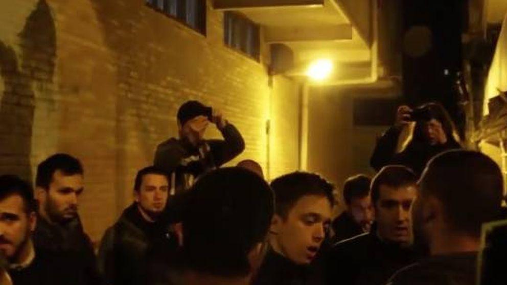 La bronca de unos jóvenes a Errejón: Traidores. Los obreros votan a Vox por algo