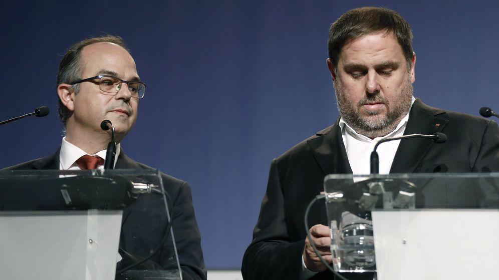 Foto: Junqueras y Turull durante una rueda de prensa ofreciendo detalles del referéndum del 1-O (EFE)