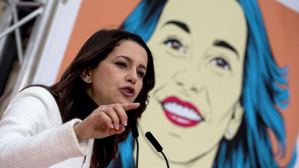 Foto: Inés Arrimadas, en 2017, durante un acto en la campaña catalana del 21-D. (EFE)