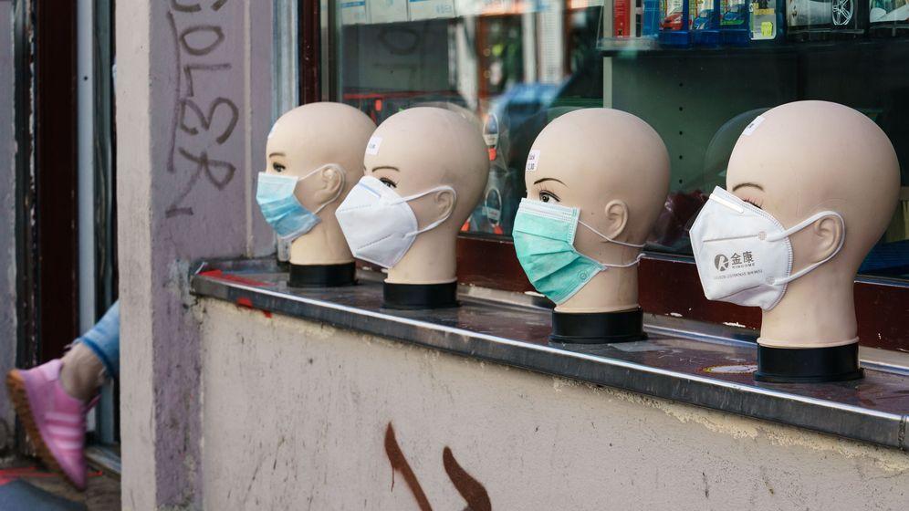 Foto: Maniquíes con mascarillas en una tienda de Berlín. (EFE)