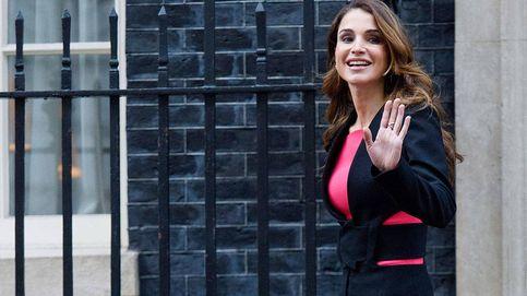 Los looks que prueban que el fucsia es el nuevo color preferido de Rania de Jordania