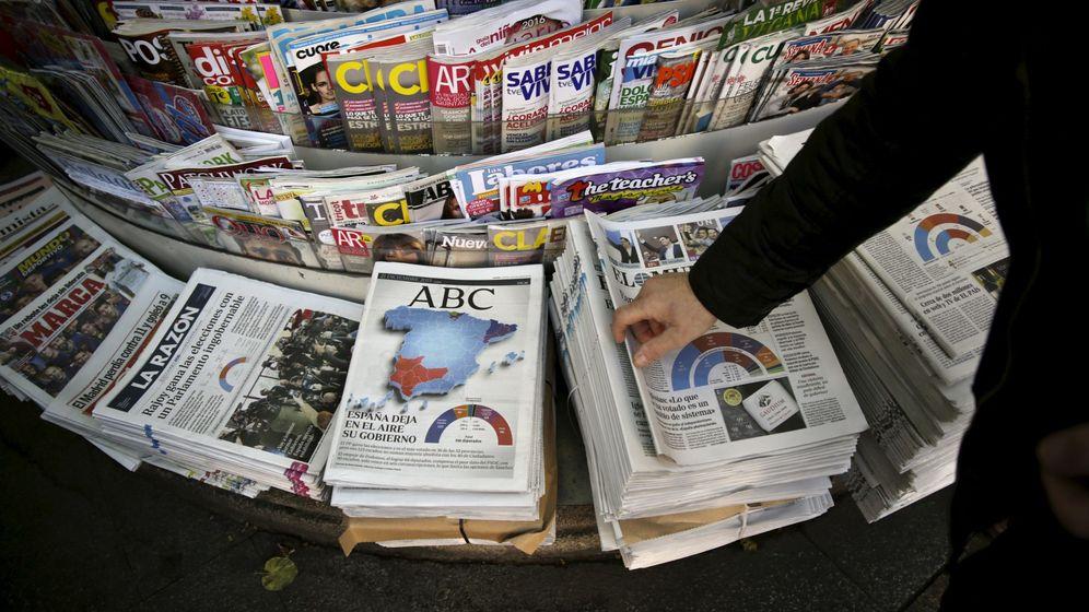 Foto: Imagen de archivo de un quiosco con varios periódicos. (Reuters)