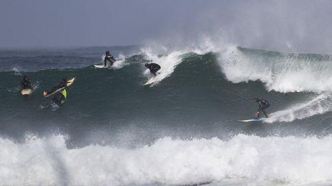 La tremendas olas que los surfistas desafían en Ciudad del Cabo