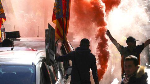 Tensión y amago de paro indefinido en la huelga del taxi contra Uber y Cabify