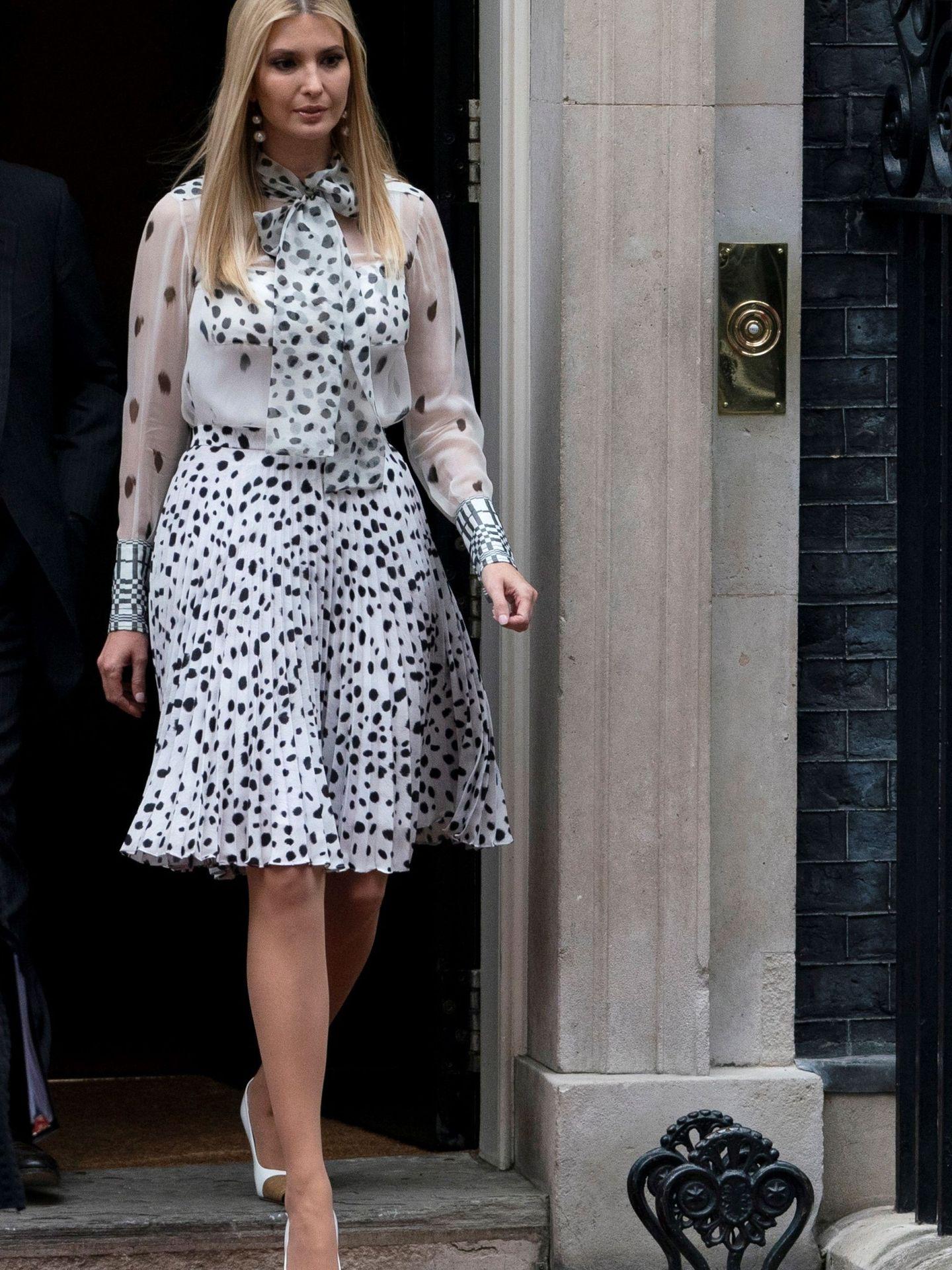 Ivanka Trump con un vestido de Burberry. (EFE)
