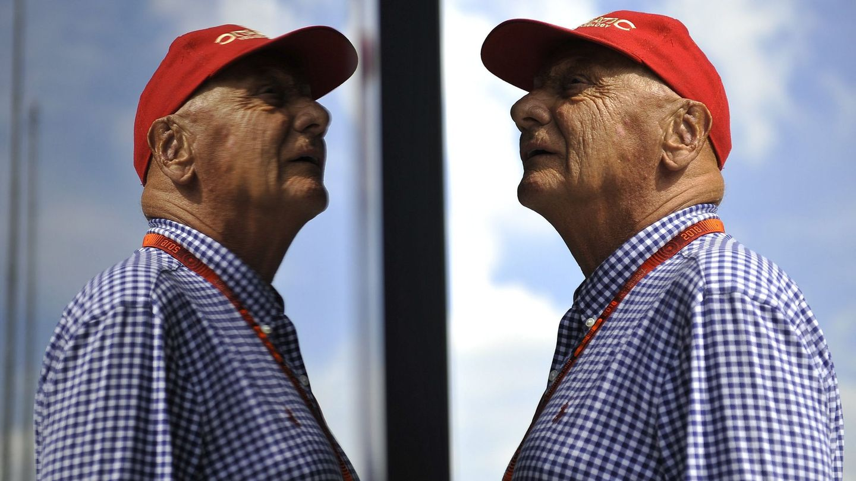 Niki Lauda con su mítica gorra roja. (EFE)