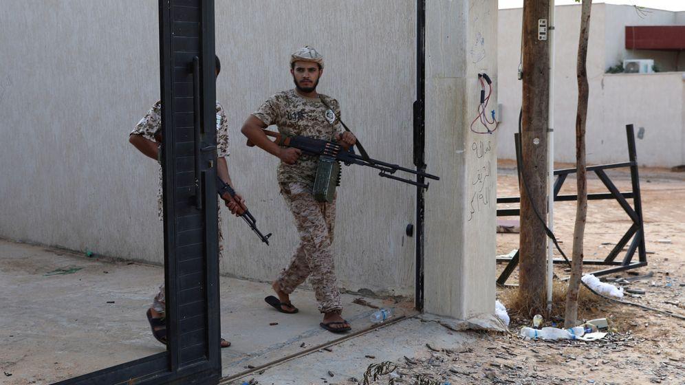 Foto: Soldados del Gobierno libio reconocido por la ONU en Trípoli. (Reuters)