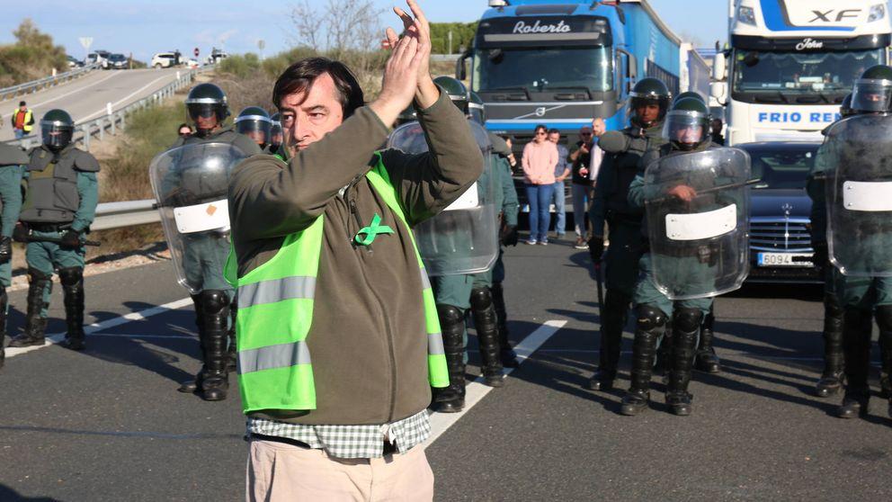 El campo da cariño a los antidisturbios: Esto no es Cataluña. Aquí no queremos palos