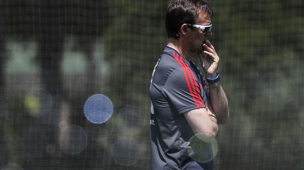 Foto: Lopetegui, pensativo, durante un entrenamiento de la Selección española en Krasnodar. (EFE)