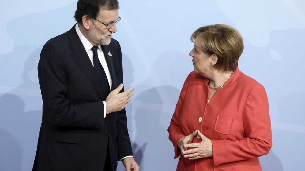 Foto: Fotografía de archivo de la canciller alemana, Angela Merkel, y el expresidente del Gobierno Mariano Rajoy. (EFE)