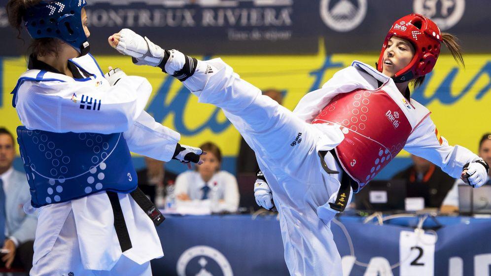 Foto: Eva Calvo da una patada en una competición (EFE)