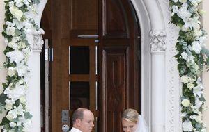 La princesa Charlene entrega su ramo a la Virgen de Santa Devota como hizo Grace Kelly en su boda
