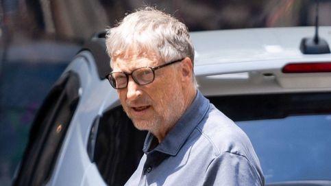 Bill Gates continúa luciendo su alianza de casado un mes después de su divorcio