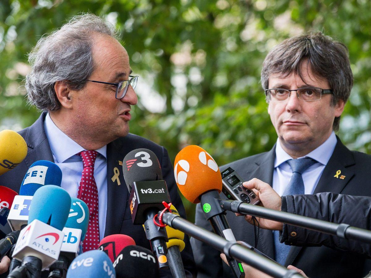 Foto: Fotografía de archivo del presidente de la Generalitat, Quim Torra (i), y el expresidente catalán Carles Puigdemont en Waterloo. (EFE)