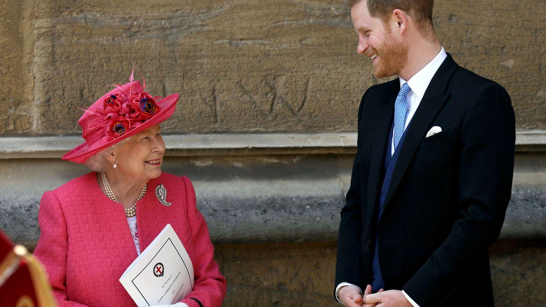 La reina Isabel y el príncipe Harry, en una imagen de archivo. (Reuters)