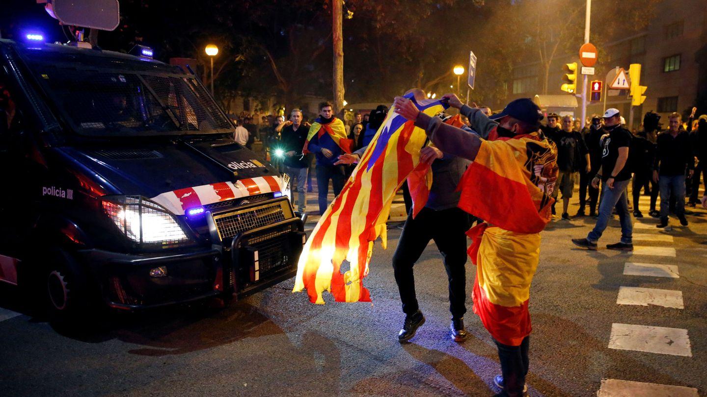 Ultras e independentistas se enfrentan en Barcelona. (Pinche para ver el álbum)