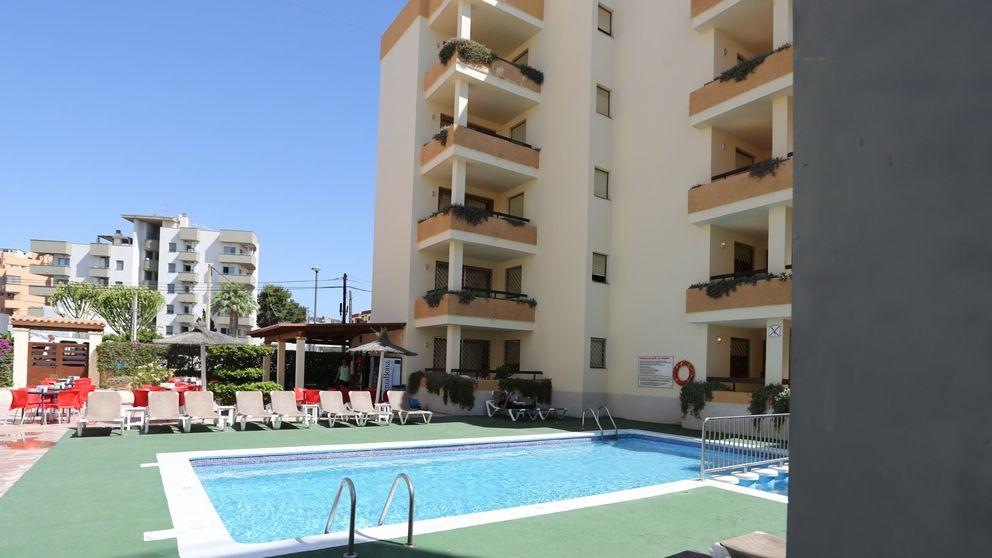 Multan con más de 600 euros a tres turistas en Mallorca por hacer balconing