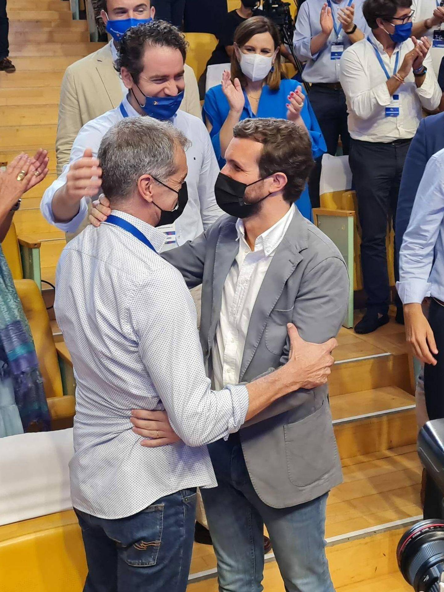 Toni Cantó y Pablo Casado, en Valencia. Detrás, Teodoro García Egea. (Juan Carlos Galindo)