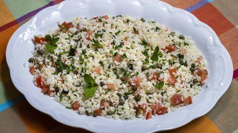 Ensalada de arroz, alcaparras y encurtidos, siempre perfecta