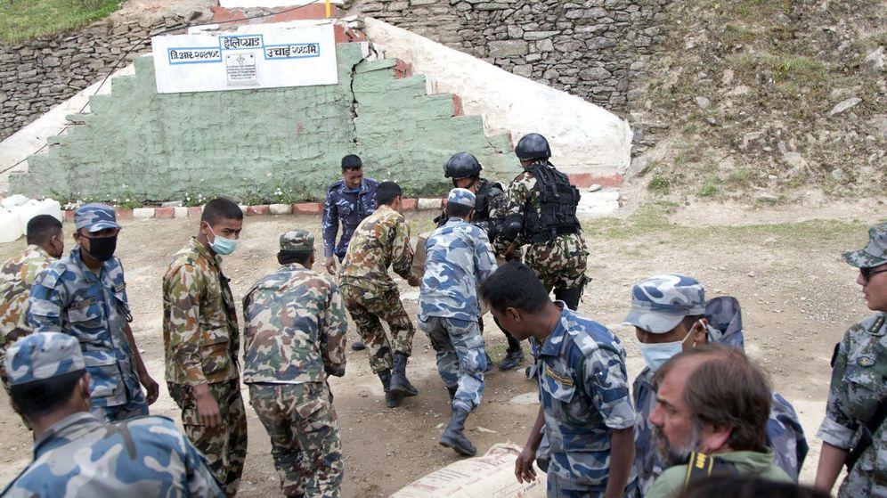 Foto: Efectivos de la Guardia Civil, en Nepal. (Efe)