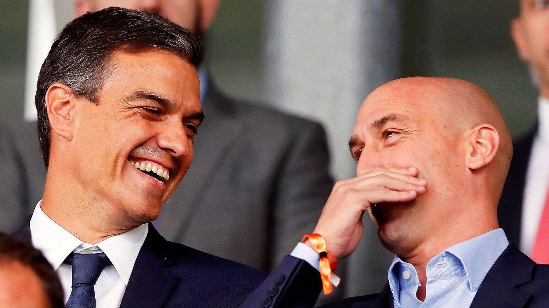Pedro Sánchez y Luis Rubiales, en el Mundial de Rusia. (EFE)