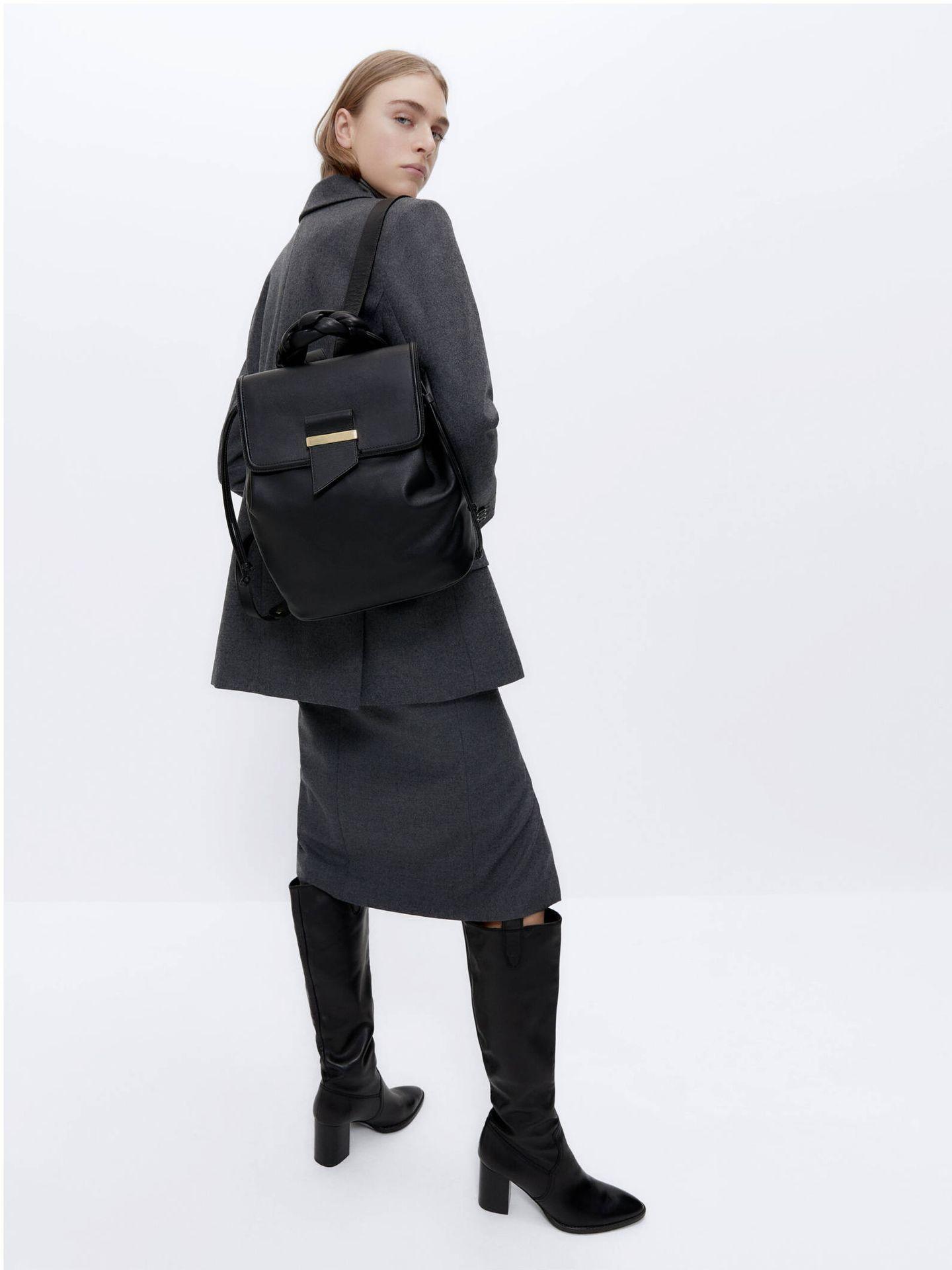 Bolso mochila de Uterqüe. (Cortesía)