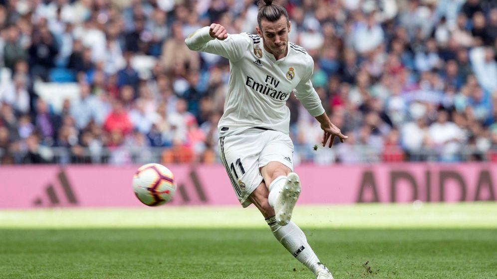 Foto: Gareth Bale remata a puerta durante un partido del Real Madrid. (EFE)