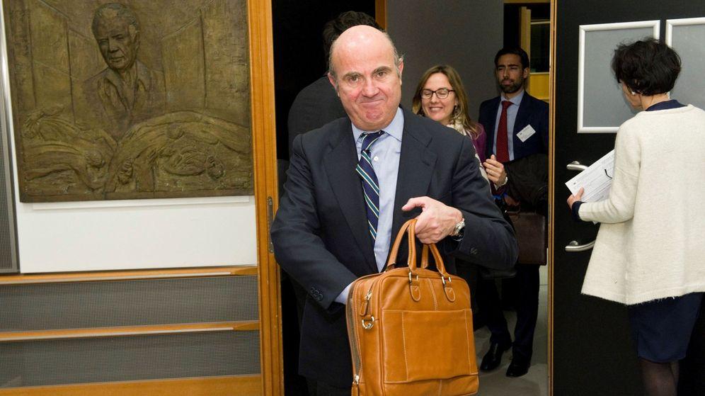 Foto: El ministro de Economía, Industria y Competitividad, Luis de Guindos, ante la comisión de Asuntos Económicos y Monetarios del Parlamento Europeo. (EFE)