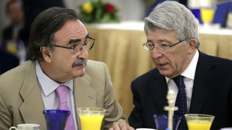 Foto de archivo del presidente de Kiss FM, Blas Herrero, y el presidente del Atlético, Enrique Cerezo. (EFE)