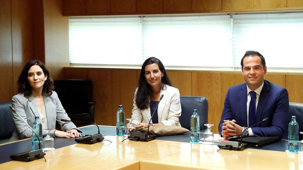 Foto: Los candidatos a presidir la Comunidad de Madrid, del PP, Isabel Díaz Ayuso (i), de Vox, Rocío Monasterio (c) y de Ciudadanos, Ignacio Aguado (d). (EFE)