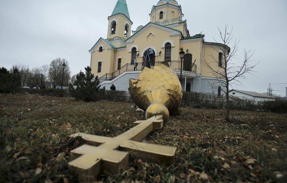 Foto: Una iglesia ortodoxa dañada por el fuego de artillería en Donetsk, en el Este de Ucrania (Reuters).