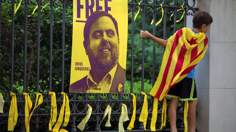 Lazos amarillos en apoyo de Junqueras. (EFE)