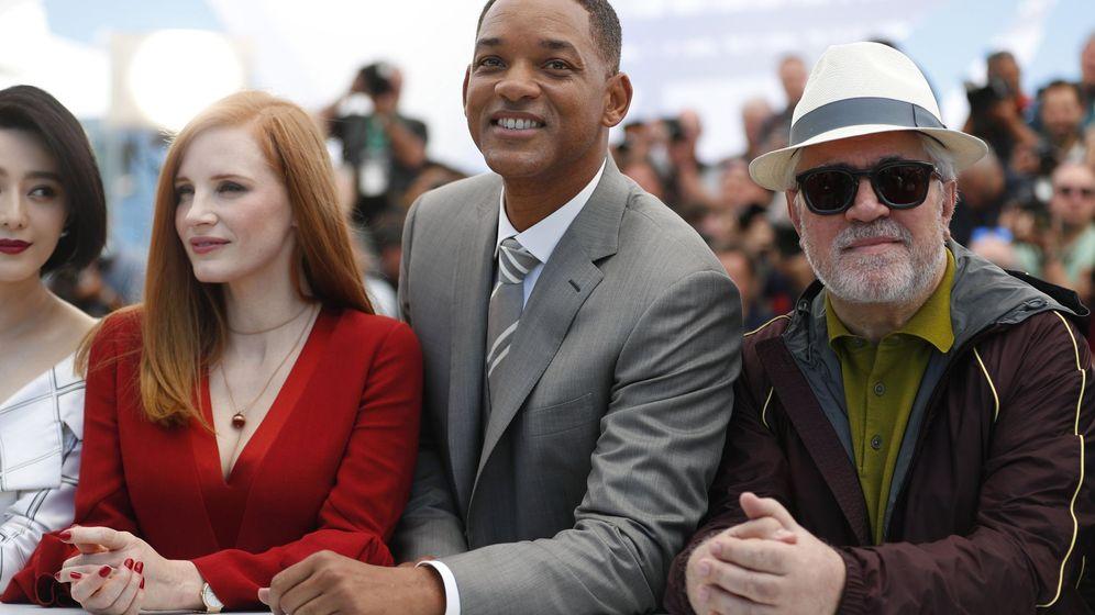 Foto: Jessica Chastain, Will Smith y Pedro Amodóvar en la inauguración del festival de Cannes. (EFE)